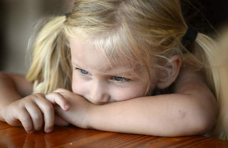 How to Deal With Your Bored Kid – With Zero Effort