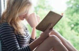 8 Easy Ways to Develop a Reading Habit – From a Former Bookworm